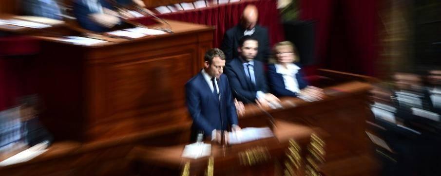"""En décloisonnant les relations entre Président de la République et Parlement, Emmanuel Macron orienterait la Ve République vers un """"vrai"""" régime présidentiel. © JOEL SAGET / AFP/Archives"""
