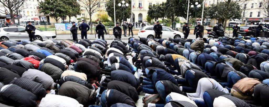 Les prières de rue peuvent être interdites si elles troublent l'ordre public ou la circulation. © BERTRAND GUAY / AFP/Archives