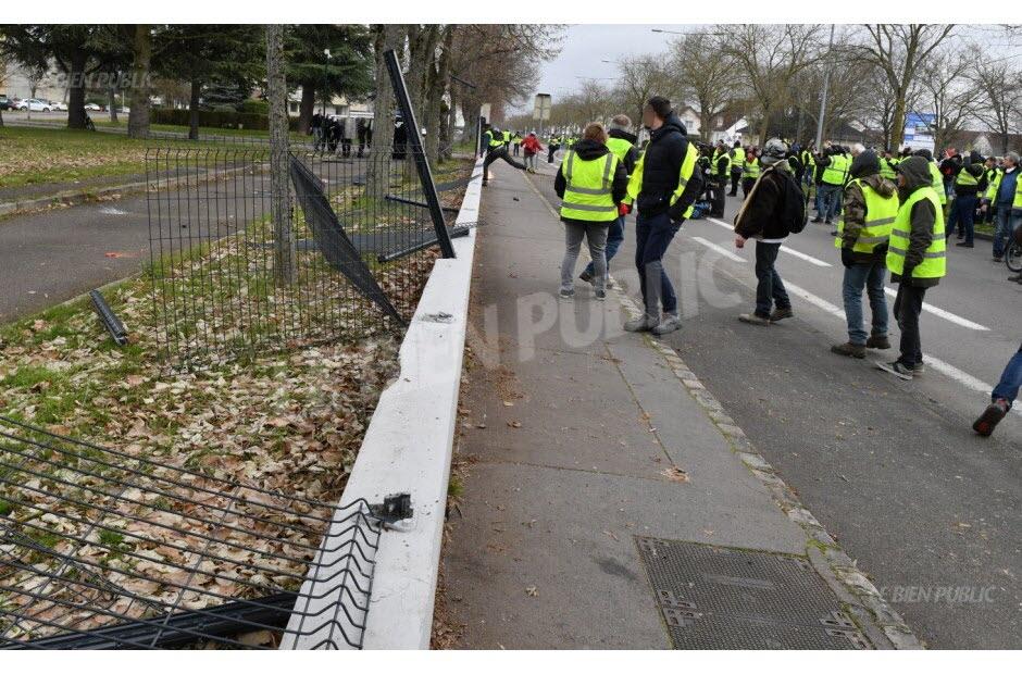 Le 5 janvier, plusieurs personnes avaient tenté de pénétrer dans le quartier Deflandre. Photo Philippe BRUCHOT