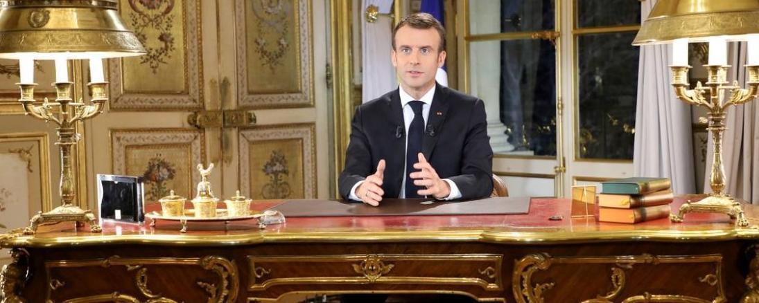 """Emmanuel Macron pourrait être destitué en cas de """"manquement à ses devoirs manifestement incompatible avec l'exercice de son mandat"""". © LUDOVIC MARIN / POOL/AFP"""